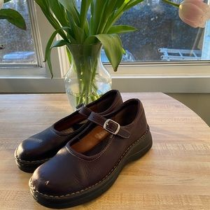 Born brown leather Mary Janes Size 7